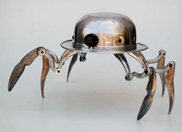 робот-паук из металлолома