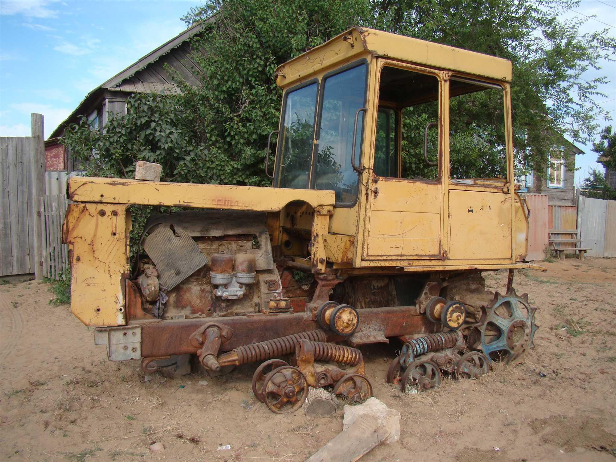 Брошенный трактор, который вполне можно сдать на металлолом