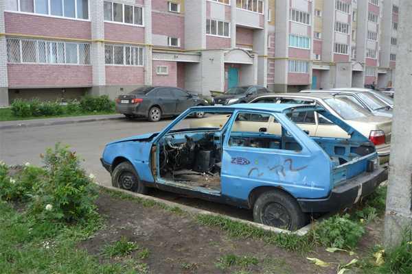 Заброшенный автомобиль