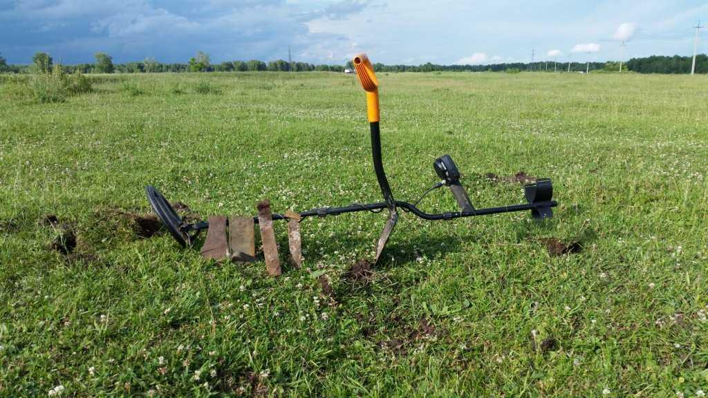 поиск металлолома в поле