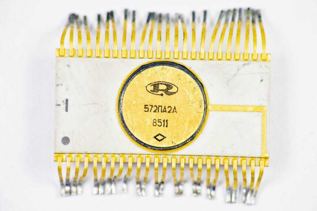 Микросхема в керамическом корпусе