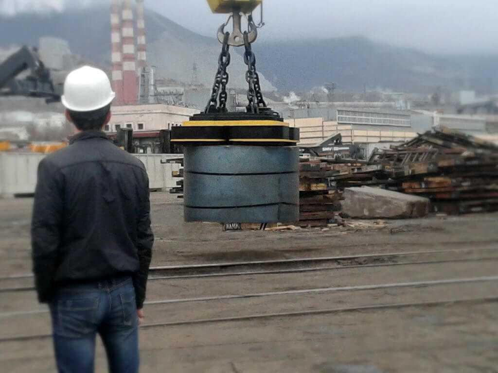Электромагниты для перемещения рулонной стали и широкой ленты
