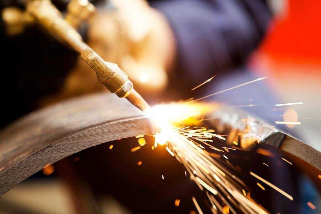Газорезкой режут металл на пунктах приема лома, поэтому опасность приема взрывоопасного лома очевидна