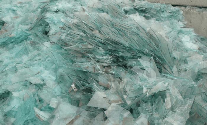 сортированное битой стекло