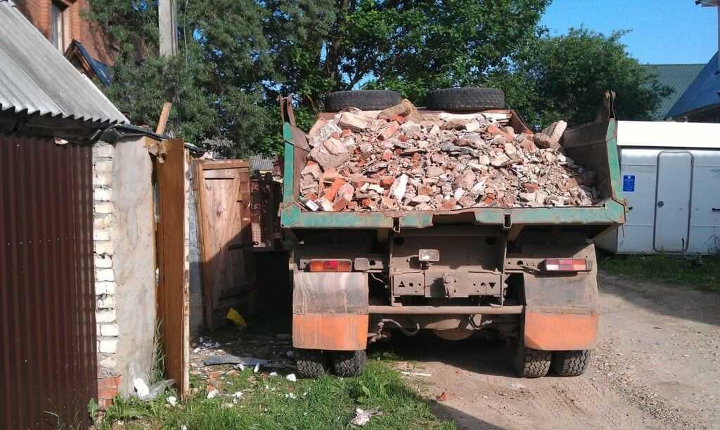 Некоторые владельцы строительного лома готовы отдать его бесплатно - лишь бы вывезли сами