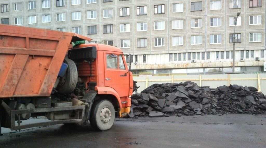 Тысячи тонн асфальта остаются невостребованными после ремонта