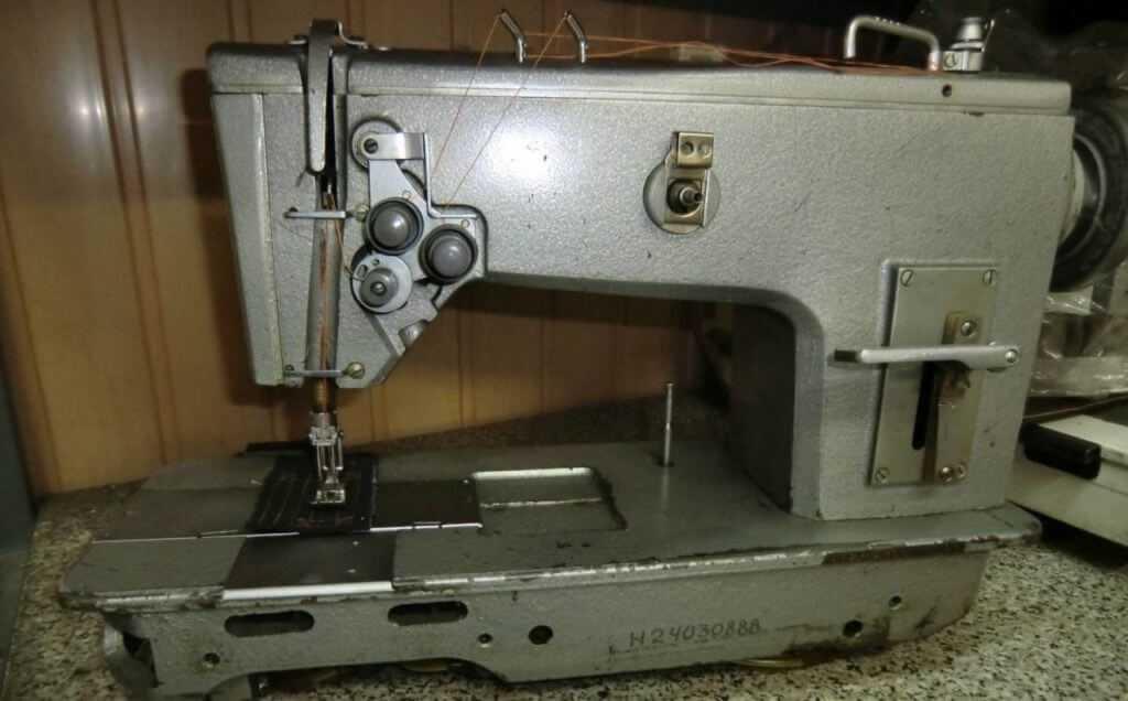 Советская промышленная швейная машинка 852 кл до сих пор очень востребована