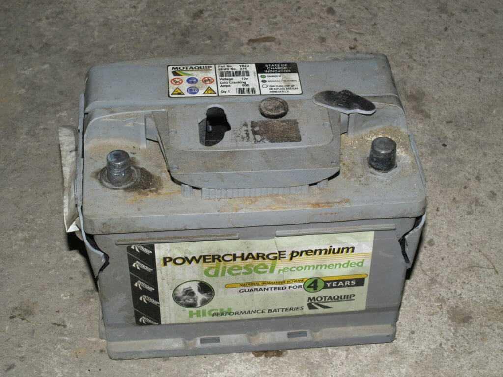 отработанный старый аккумулятор