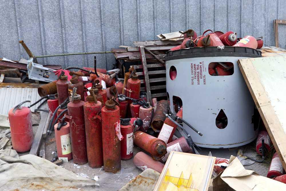 Старые огнетушители, которым необходимо пройти процедуру утилизации