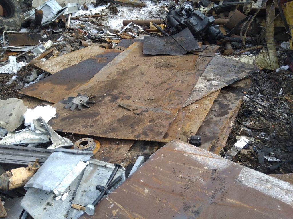 На фото: металлические листы сдали на металлолом