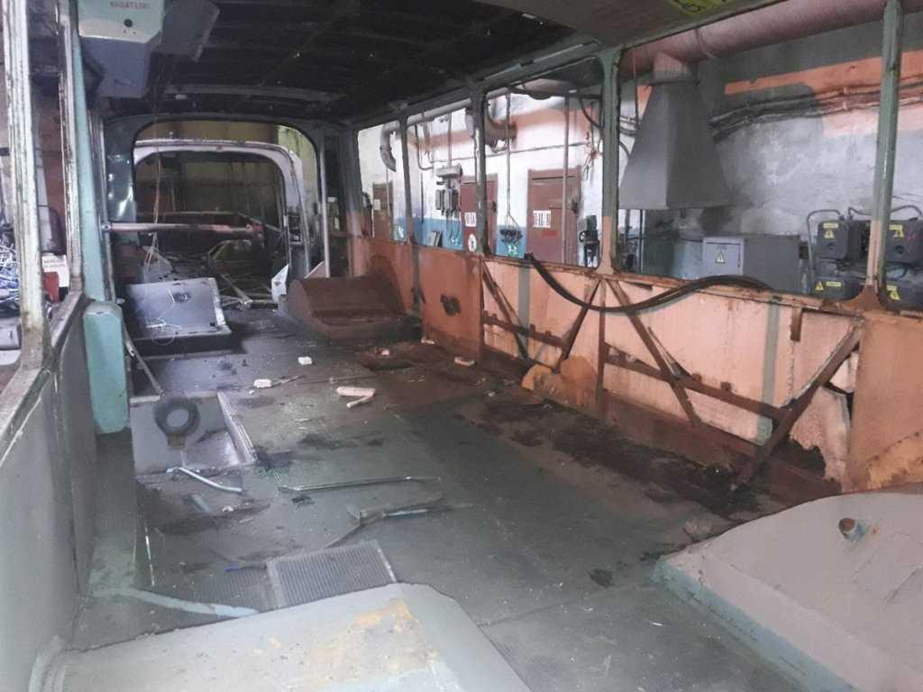 разобранный троллейбус внутри