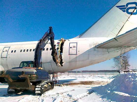 демонтаж самолета
