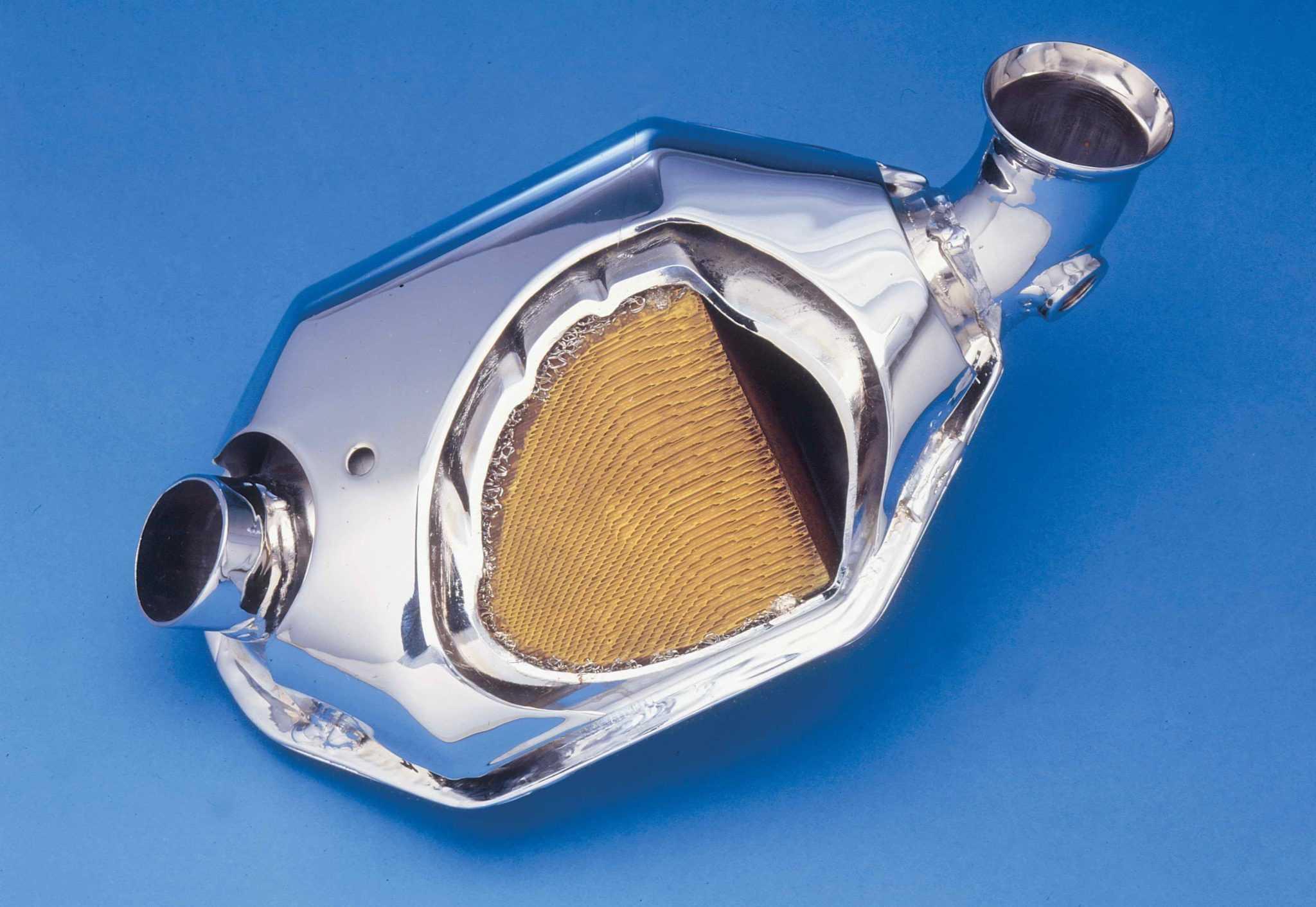 автокатализатор в разрезе