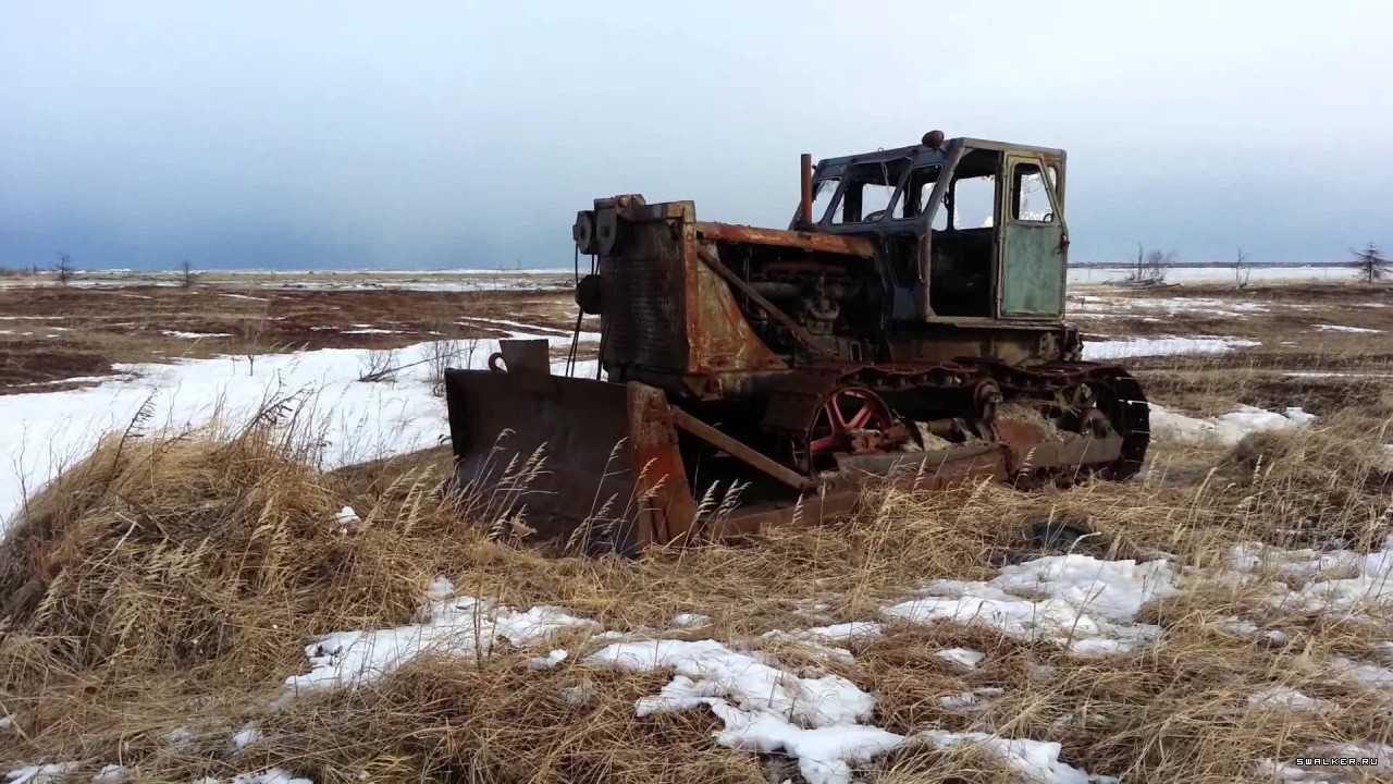 заброшенный трактор