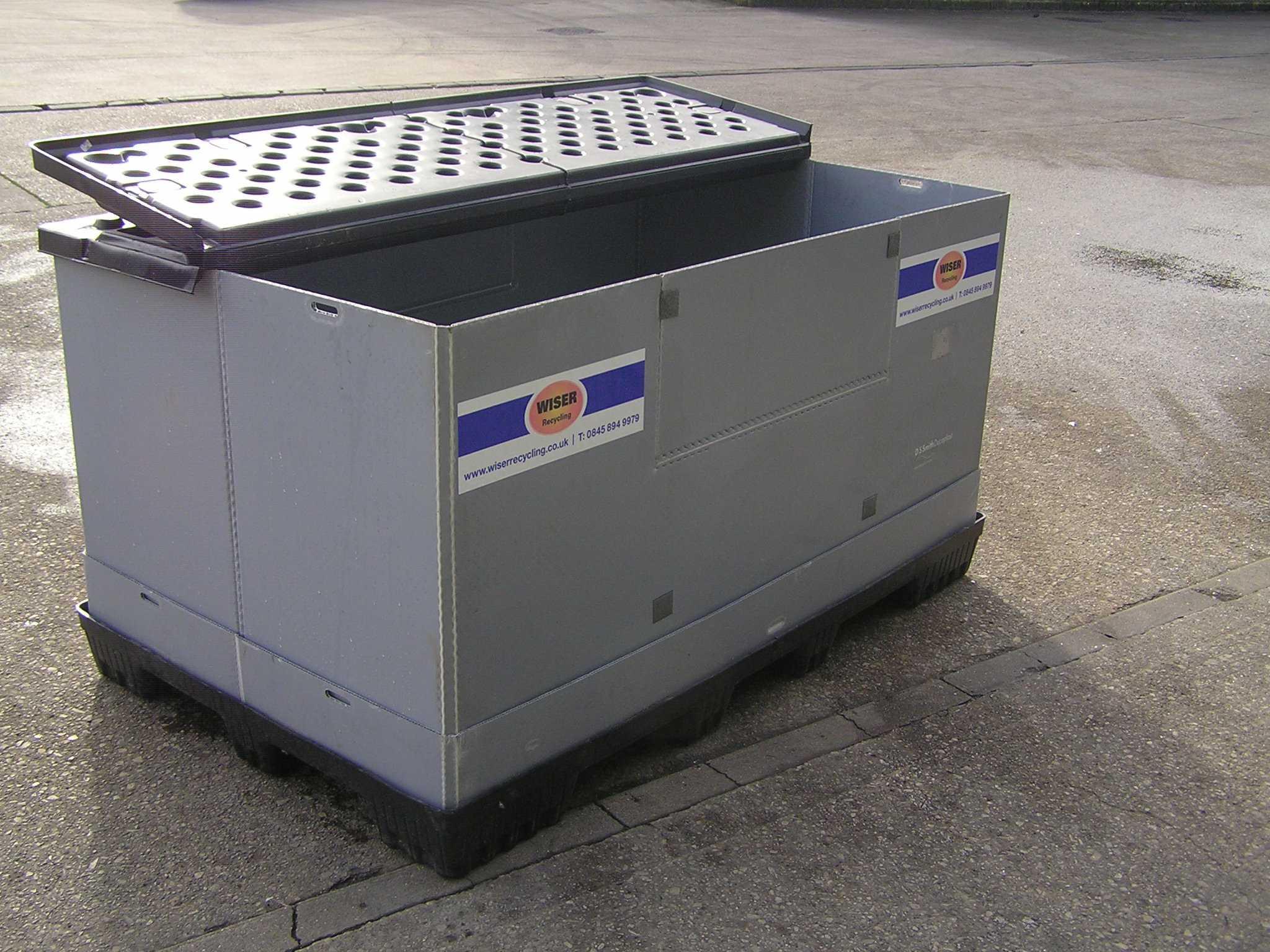 В контейнерах подобного рода должны храниться отработанные аккумуляторы