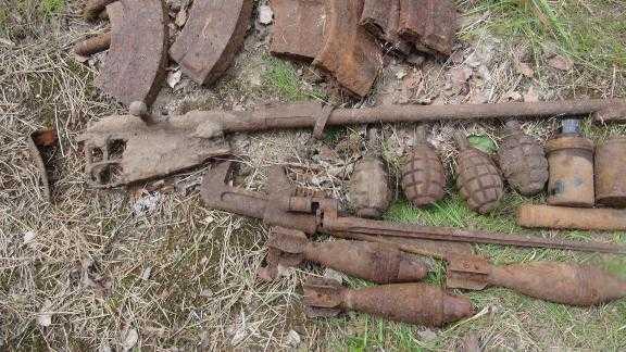 Военный лом времен ВОВ, найденный с помощью металлоискателя