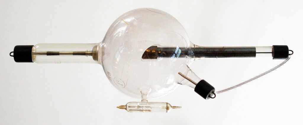 Рентгеновская трубка с нитью из вольфрама
