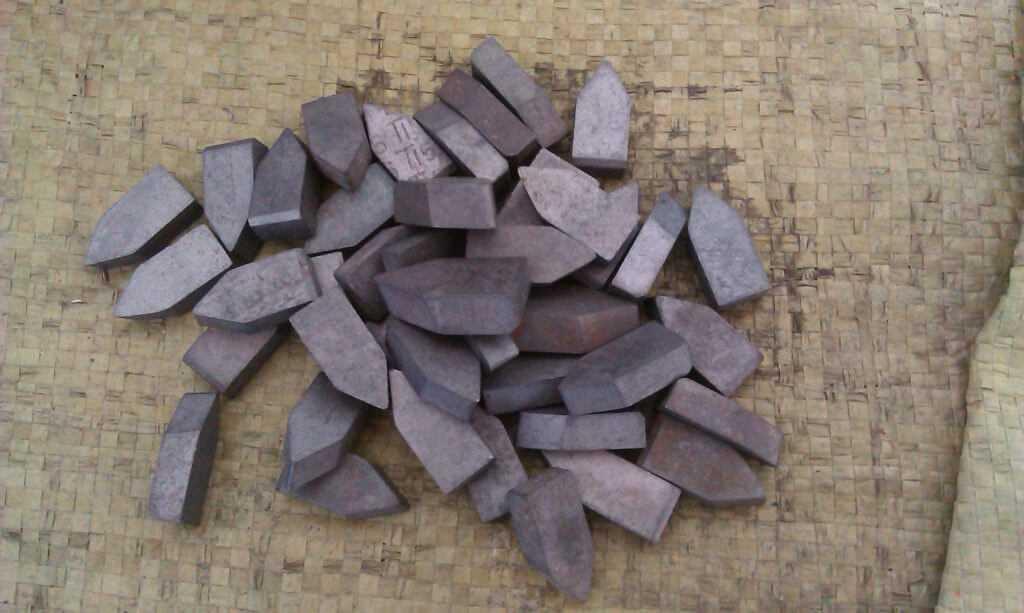 Много вольфрама содержится в пластинах твердого сплава, которые используются в машиностроении