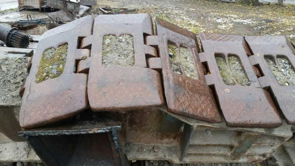 Гусянка крана ДЭК-631 - ходовая позиция. Не стоит сдавать в металлолом, можно попробовать продать гусянку целиком или траки отдельно