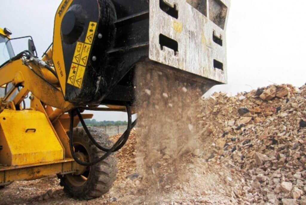 Ковш дробилка - перерабатывает строительный лом