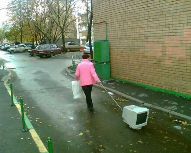 Если мы хотим жить в чистом городе с хорошей экологией и заботиться о будущем - мы не должны так делать: выносить мониторы на мусорку