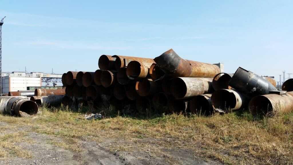 На фото: трубы 1020 подготовлены на сдачу в металлолом