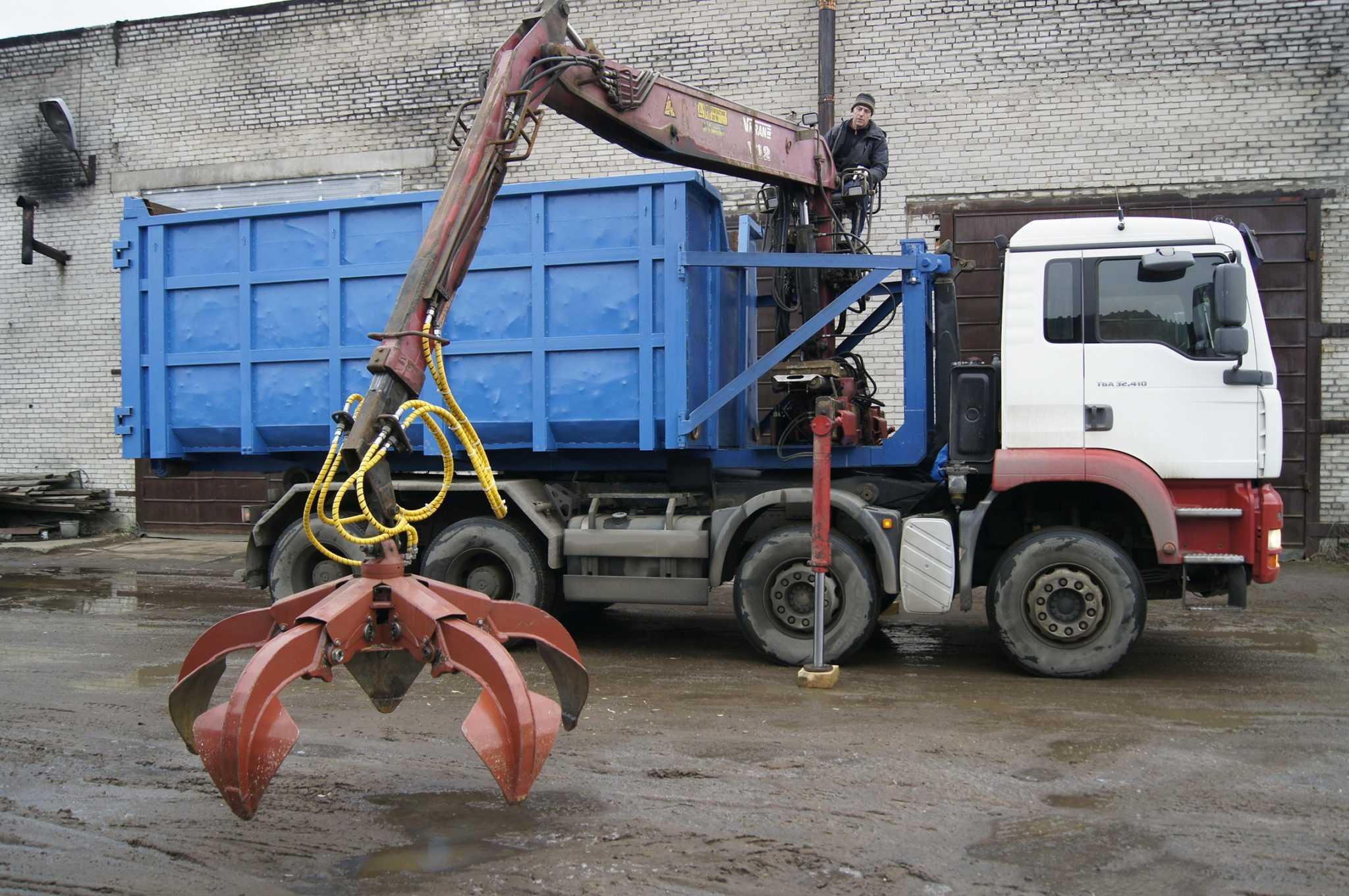 После демонтажа металлических конструкций остается металлолом, который вывозится ломовозом