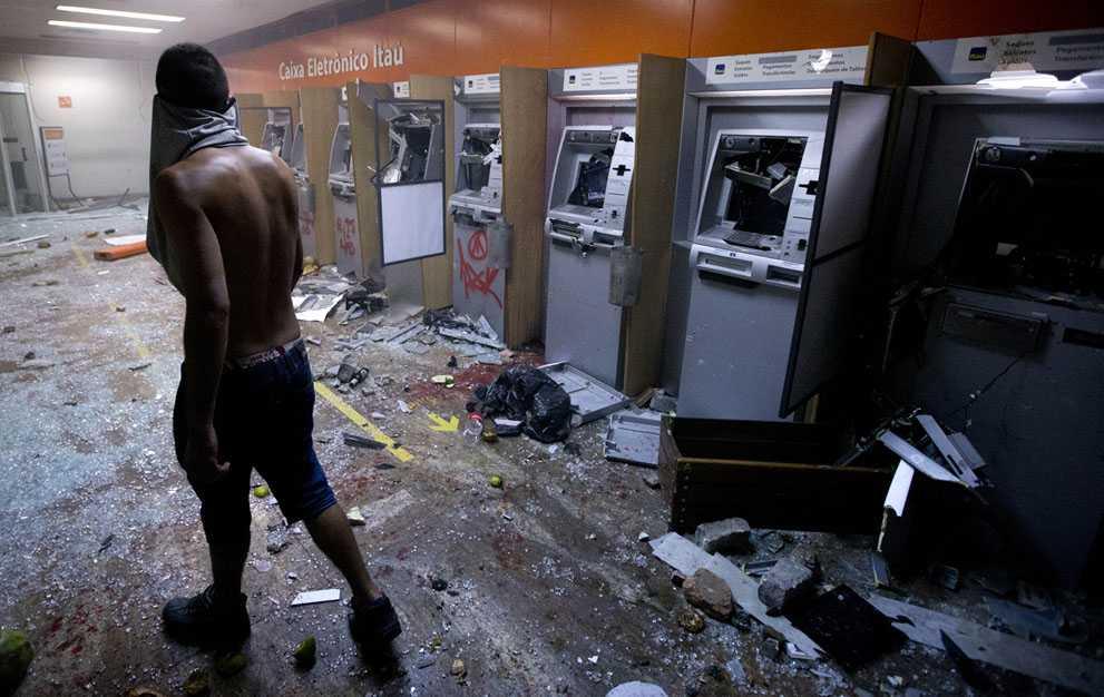 После таких варварских действий банкоматы уже не восстановить и они отправятся на утилизацию