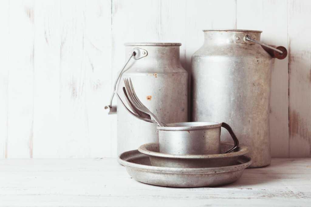 старая посуда из алюминия