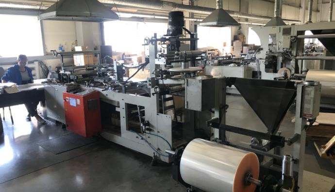 proizvodstvo polimerpeschannoe 1 16054421 690x395 - Особенности производства полимерпесчаных изделий. Где купить оборудование?